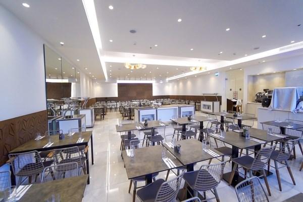 רזידנס - חדר אוכל